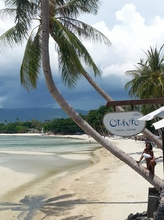 Baan Haad Ngam Boutique Resort & Villas: beach at the end when you turn right you have the famous chaweng beach