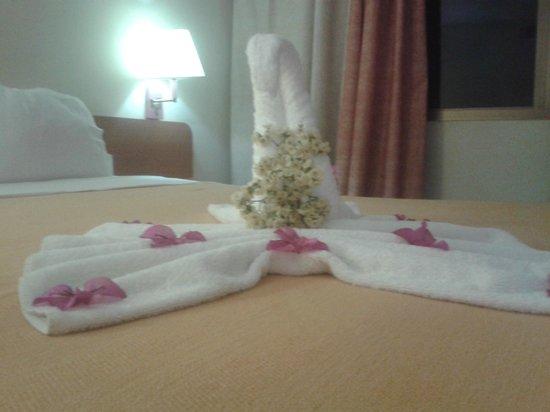Flamingo Beach Hotel: DECORACION DE LA HABITACION
