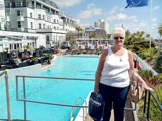 Ventana Grand Cafe : by the pool