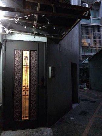 Flower Inn Taipei: security-locked door, open with ur room access card.