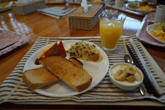Puki no Ie: 朝食は焼きたての手作りパンに、手作りヨーグルト