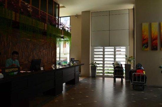 Baan Laimai Beach Resort: Reception Area