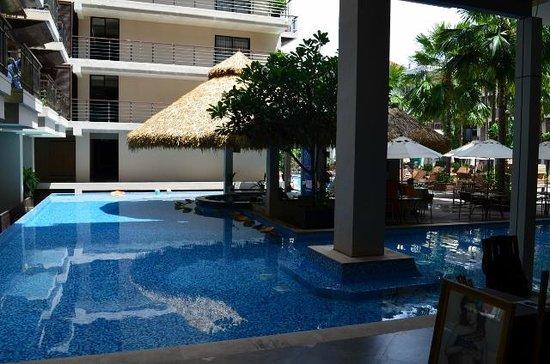 Baan Laimai Beach Resort: Pool Bar