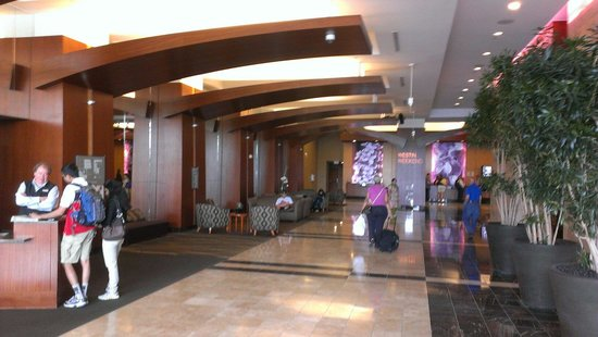 The Westin Lombard Yorktown Center: Lobby