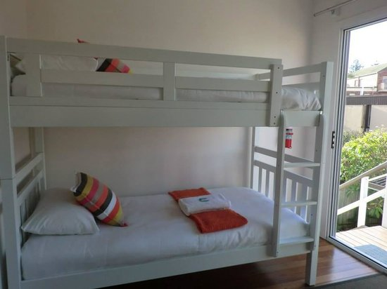La Costa Motel: Double deck single beds