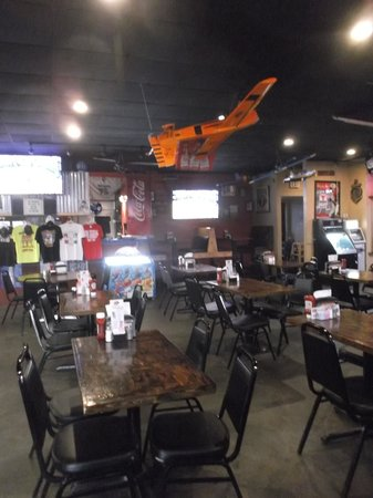 Big Boys Wings and Sports Bar: Inside view on May 6th 2014.
