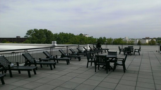 The Westin Lombard Yorktown Center: Roof Top Patio By Pool