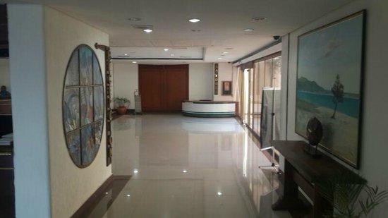 Flamingo Beach Hotel: lobby