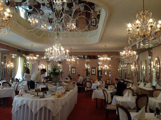 Bristol Hotel Salzburg: Der prächtige Frühstücksraum