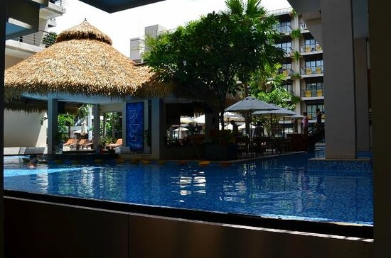 Baan Laimai Beach Resort : Pool Bar