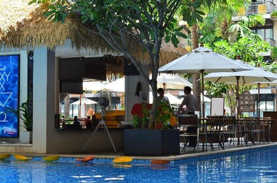 Baan Laimai Beach Resort : Pool Bar
