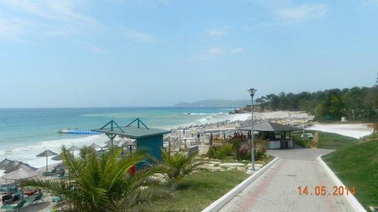 Alexandra Beach Thassos Spa Resort: View going down on to the beach
