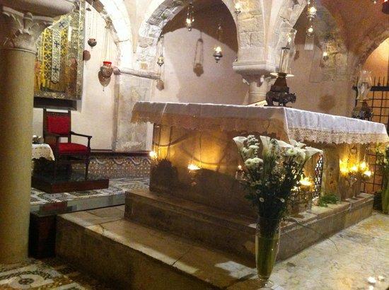 Basilica San Nicola: В крипте у мощей