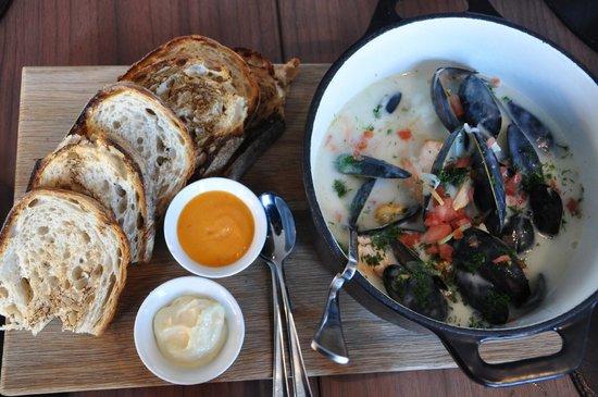 Kitchen & Table Bergen: Sailor Coya's Fish Pot