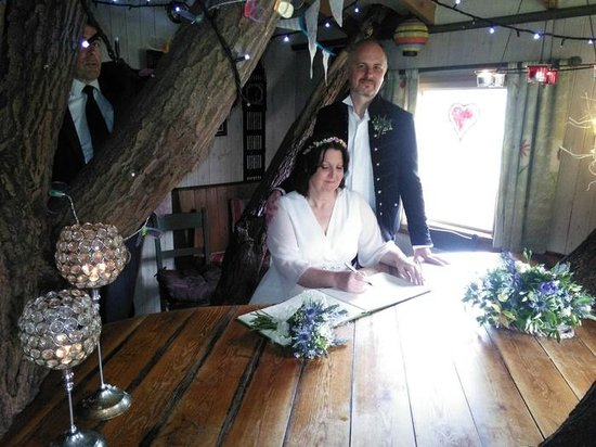 Fanny's Farm Shop: Signing the register in the treehouse.
