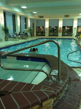Quail Hollow Resort : Hot tub and pool inside