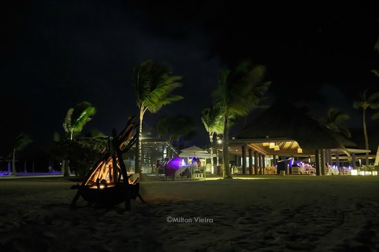 Long Beach Golf & Spa Resort : Birthday dinner on the beach