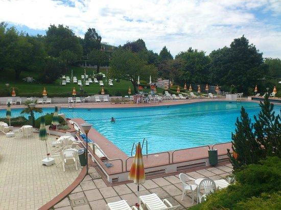 Vasca principale picture of parco piscina di montombraro - Piscina dogali modena ...