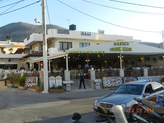 Maria's Golden Beach Tavern Restaurant : very friendly staff has you can see