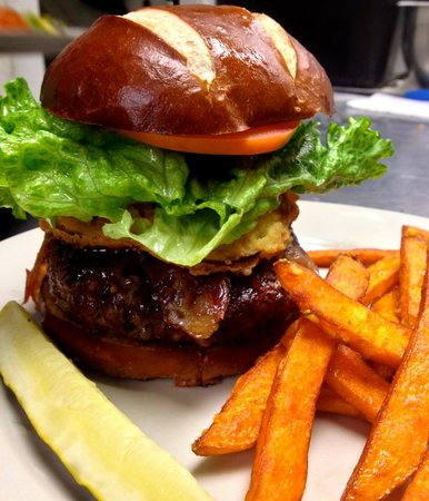 Bullwinkle's Family Steak House: Burger
