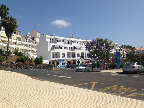 Apartamentos Aguamar: View from outside of the hotel
