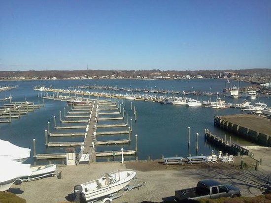 Inn at Harbor Hill Marina : The view from Room 5.