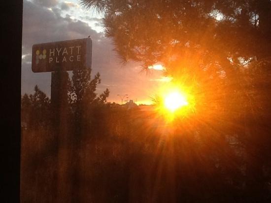 Hyatt Place El Paso Airport: sunrise outside my room