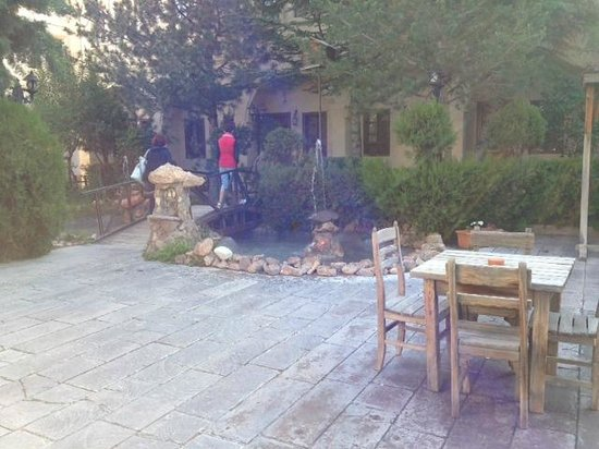 Burcu Kaya Hotel: bahçe