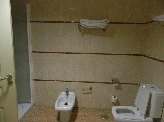 Holiday Village: bathroom