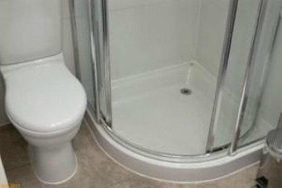 Days Inn London Hyde Park: Bathroom