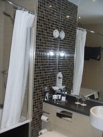 Telford Hotel & Golf Resort: Vanity area