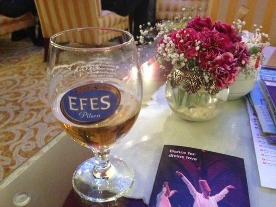 Sirkeci Mansion: Much needed welcome drink (Efes beer)
