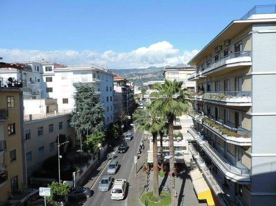 Hotel Tourist: Vista da principal