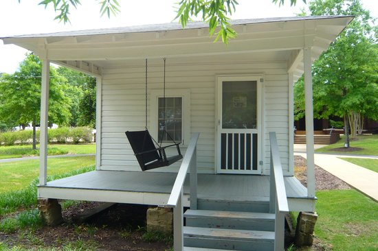 Elvis Presley Birthplace & Museum: Elvis Presley's Birthplace