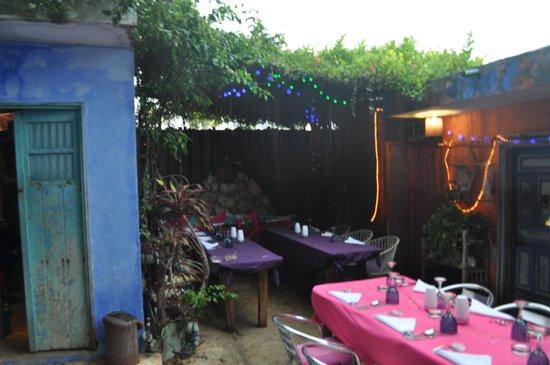 Lolo Lorena: Colorful al fresco dining