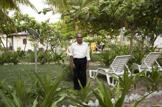 Shahira Hotel Nilaveli: lovely garden