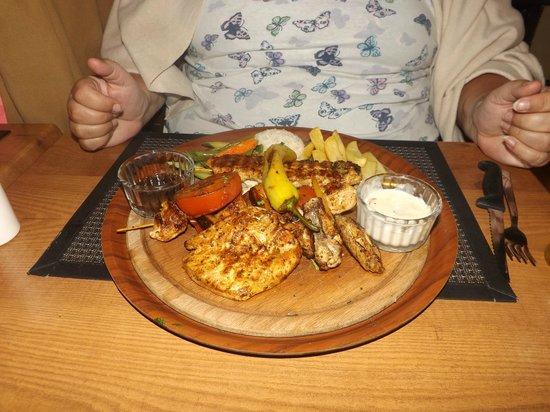 Kibele Restaurant: gorgeous, beautiful chicken mixed grill mmmmmmmm