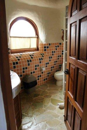 Pelican Eyes Resort & Spa: tiled bathroom