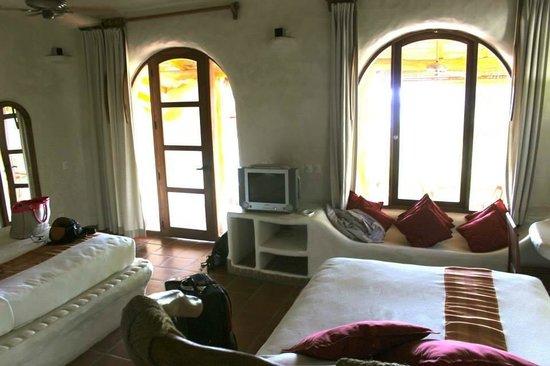 Pelican Eyes Resort & Spa: floor to ceiling windows in the room