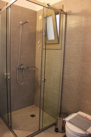 Lithos by Spyros & Flora: Shower