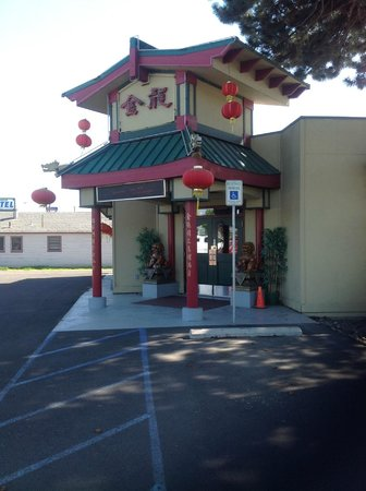 Golden Dragon: The entrance
