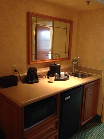 Embassy Suites by Hilton Omaha - Downtown/Old Market : Kitchenette