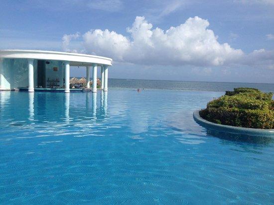 Iberostar Rose Hall Suites: Infinity pool