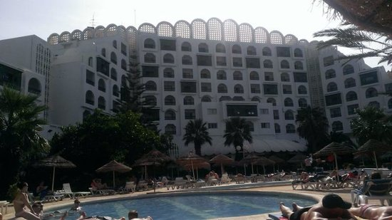 Marhaba Palace Hotel: Hotel from around the pool