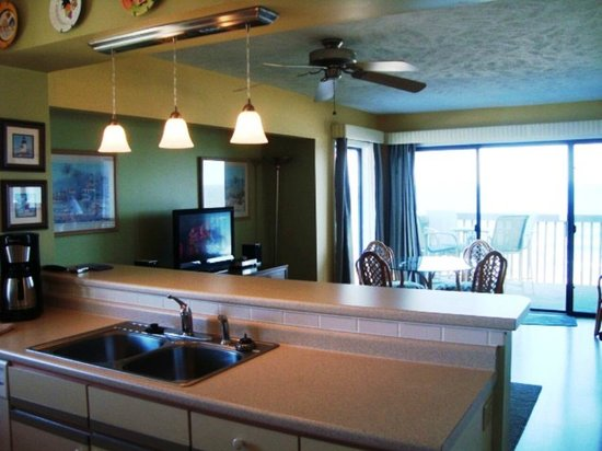 Palm Air Cottages: Open Entertaining