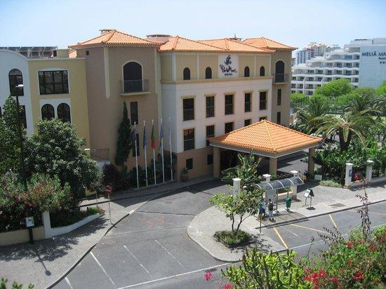 Porto Mare Hotel (Porto Bay): The front entrance Porto Mare