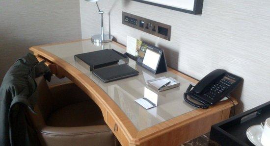 Conrad London St. James: Desk