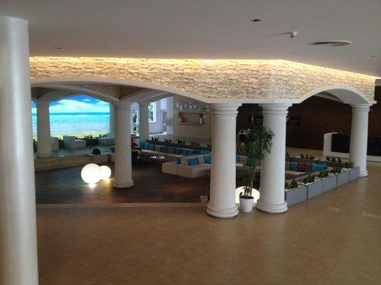 DIT Evrika Beach Club Hotel: Lobby