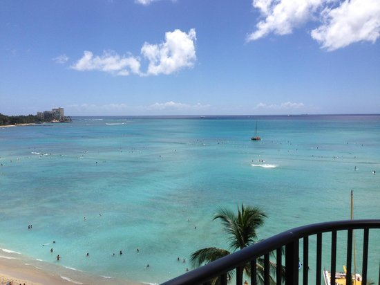 Outrigger Waikiki Beach Resort : Shot from the hotel balcony
