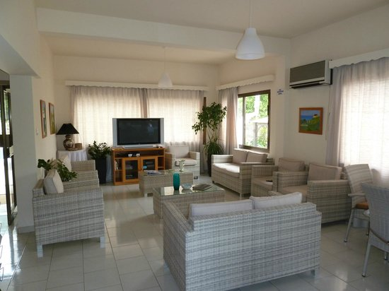 Bougainvillea Hotel Apartments: Reception Area